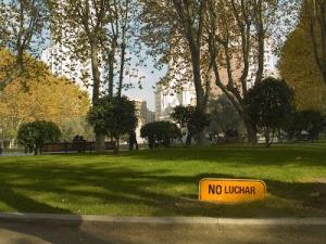 PROHIBICIONES. Intervención en carteles en los que se modifica el contenido, en Madrid / Dosjotas